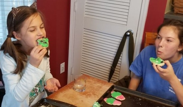 eating sweet sugarbelle cactus cookies